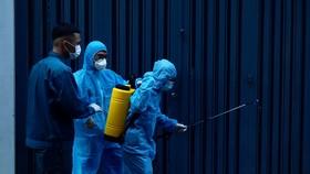 Khu vực có ca nghi mắc Covid-19 được phun khử khuẩn