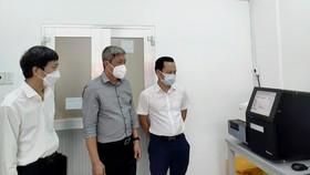 Thứ trưởng Bộ Y tế Nguyễn Trường Sơn làm việc với Viện Pasteur vào ngày 16-6