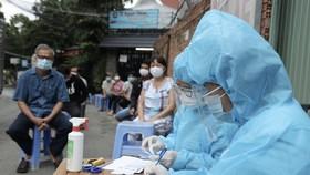 Tổ chức lấy mẫu xét nghiệm tầm soát tại khu vực có nguy cơ cao