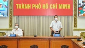 Đồng chí Phan Văn Mãi phát biểu tại cuộc họp. Ảnh: CAO THĂNG