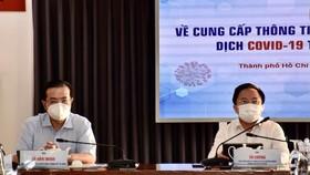 Phó Trưởng ban Thường trực Ban Tuyên giáo Thành ủy TPHCM Lê Văn Minh (bên trái) chủ trì cuộc họp