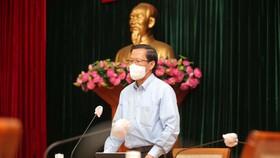 Đồng chí Phan Văn Mãi, Phó Bí thư Thường trực Thành ủy TPHCM phát biểu tại cuộc họp. Ảnh: DŨNG PHƯƠNG