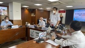 Ông Phạm Đức Hải, Phó Ban Chỉ đạo phòng chống dịch Covid-19 TPHCM thông tin tại buổi họp báo. Ảnh: VĂN MINH