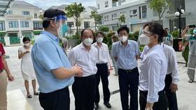Bộ trưởng Bộ Y tế Nguyễn Thanh Long kiểm tra công tác phòng chống dịch trên địa bàn quận 8