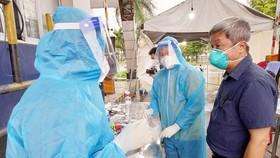 TPHCM: Có hơn 140.000 bệnh nhân khỏi bệnh, lãnh đạo Bộ Y tế kiểm tra chợ đầu mối Bình Điền