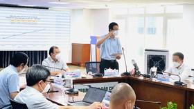 Đồng chí Phạm Đức Hải thông tin tại buổi họp báo