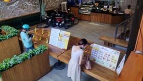 Một quán ăn phục vụ mang về