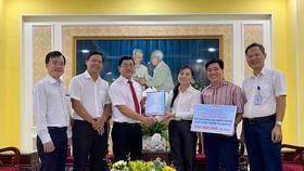Điện lực TPHCM ủng hộ 500 triệu đồng cho đồng bào miền Trung