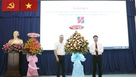 Đại diện Ngân hàng Agribank ký kết hỗ trợ vay vốn nông nghiệp trên địa bàn huyện Củ Chi