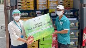 Đại sứ quán New Zealand tặng trái cây New Zealand cho bệnh viện, trung tâm chống dịch Covid-19