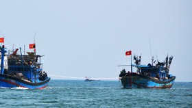 Tàu cá Lý Sơn bị hỏng máy thả trôi trên biển ở quần đảo Trường Sa