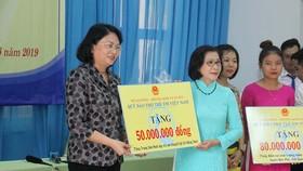 Phó Chủ tịch nước Đặng Thị Ngọc Thịnh thăm Trung tâm Võ Hồng Sơn