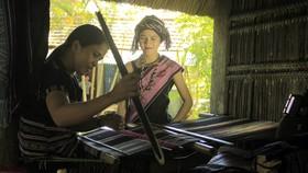 Nghề dệt thổ cẩm của người H'rê được công nhận là Di sản văn hóa phi vật thể Quốc gia. Ảnh: NGUYỄN TRANG