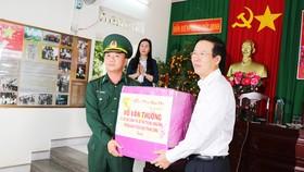 Trưởng ban Tuyên giáo Trung ương Võ Văn Thưởng thăm và chúc tết các chiến sĩ biên phòng ở Quảng Ngãi