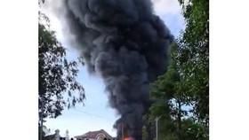 Cháy kho sản xuất mui nệm ở Quảng Ngãi