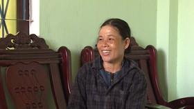 Nhặt 150 triệu đồng trong tấm bạt phơi lúa, nữ phụ hồ mang trả cho người mất