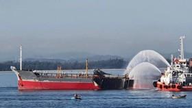 Quảng Ngãi: Nổ tàu chở dầu, một người mất tích