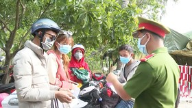 Quảng Ngãi: Cảnh báo nguy cơ dịch Covid-19 khi người dân miền Nam tự về bằng xe máy, xe ô tô riêng