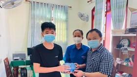 Học sinh Quảng Ngãi góp heo đất ủng hộ chống dịch Covid-19