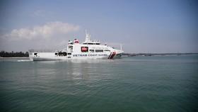 Quảng Ngãi: Cứu hộ tàu cá bị phá nước thả trôi trên biển