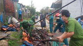 Quảng Ngãi: Giúp dân khắc phục hậu quả lốc xoáy