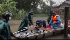 Quảng Ngãi di dời, sơ tán hơn 800 hộ trong vùng bị ngập sâu, nguy cơ sạt lở