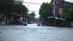 Nhiều tuyến đường tại TP Quảng Ngãi bị ngập do mưa lớn