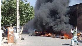 Quả bom phát nổ trong một bãi đậu xe cạnh nhà thờ Jama Masjid ở TP Herat, Afghanistan, ngày 6-6-2017. Ảnh: Twitter