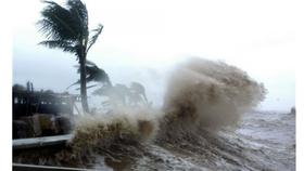 Cơn bão Pakhar tiến gần biển Đông