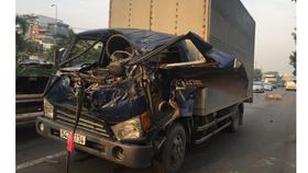 2 xe tải va chạm, tài xế mắc kẹt trong cabin tử vong