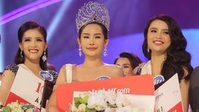 Người đẹp Lê Âu Ngân Anh đoạt vương miện Hoa hậu Đại Dương Việt Nam 2017