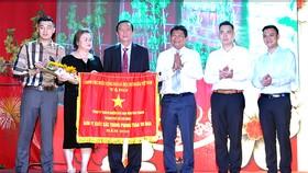 Công ty Nệm Vạn Thành vinh dự đón nhận Cờ thi đua của Chính phủ