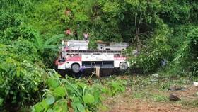Xe khách giường nằm lật đèo, ít nhất 4 người tử vong