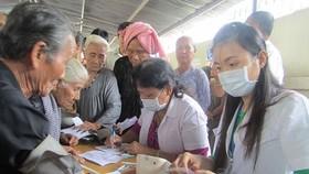 Hơn 1.000 người nghèo được khám, phát thuốc miễn phí