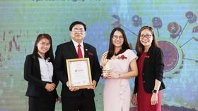 """iSchool đạt giải thưởng """"Top 10 thương hiệu mạnh ASEAN 2019"""""""
