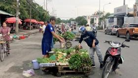 Đi chợ công nhân