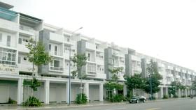 """Thị trường bất động sản Bình Dương một thời """"sôi sục"""" nay nhiều dãy nhà phố khang trang, xây xong cửa đóng then cài"""