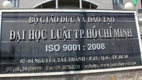 Lùm xùm tại Trường ĐH Luật TPHCM