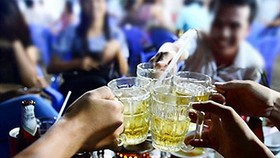 Ép buộc người khác uống bia là phạm pháp