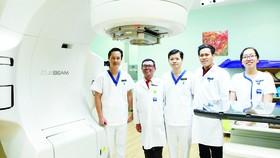 """Hệ thống Y tế Vinmec: Tế bào ung thư """"bốc hơi"""" nhờ kỹ thuật xạ trị chuẩn đến từng milimet"""