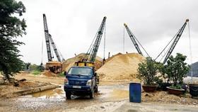 Một điểm tập kết cát xây dựng tại TPHCM