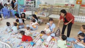 Có nên nuôi dưỡng trẻ em trong các trung tâm xã hội?