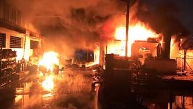Hiện trường vụ cháy tại Công ty TNHH Thương mại Quốc tế Dragon Up