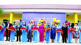 Ông Lê Viết Hải-Chủ tịch HĐQT, Tổng Giám đốc Tập đoànXây dựngHòa Bình (thứ ba từ trái sang)  cắt băng khánh thành Maison Chance ĐắkNông