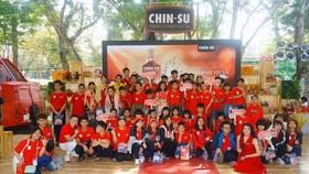 Công ty Masan Consumer kết hợp với Hiệp hội Văn hoá Ẩm thực Việt Nam cùng tổ chức cho các trẻ có hoàn cảnh đặc biệt một chuyến vui chơi, trải nghiệm tại lễ hội Tết Việt.