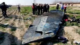 Các mảnh vỡ máy bay của Hãng hàng không quốc tế Ukraine tại hiện trường, sau khi bị trúng tên lửa của Iran bắn nhầm. Ảnh: REUTERS TV