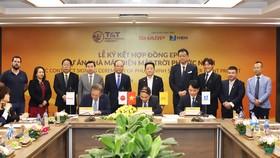 Đại diện Công ty Cổ phần Công nghiệp Năng lượng Ninh Thuận và Liên danh đối tác Sharp – NSN ký hợp đồng EPC dự án nhà máy điện mặt trời Phước Ninh