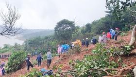 Tỉnh Đắk Nông huy động nhân dân cùng tham gia khắc phục hậu quả mưa lũ. Ảnh: LÊ PHƯỚC