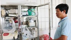 Nhiều thiết bị y tế tại Trạm Y tế xã Thới Bình được đầu tư nhưng không có người sử dụng