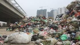 Hà Nội vẫn còn ứ đọng hơn 7.000 tấn rác
